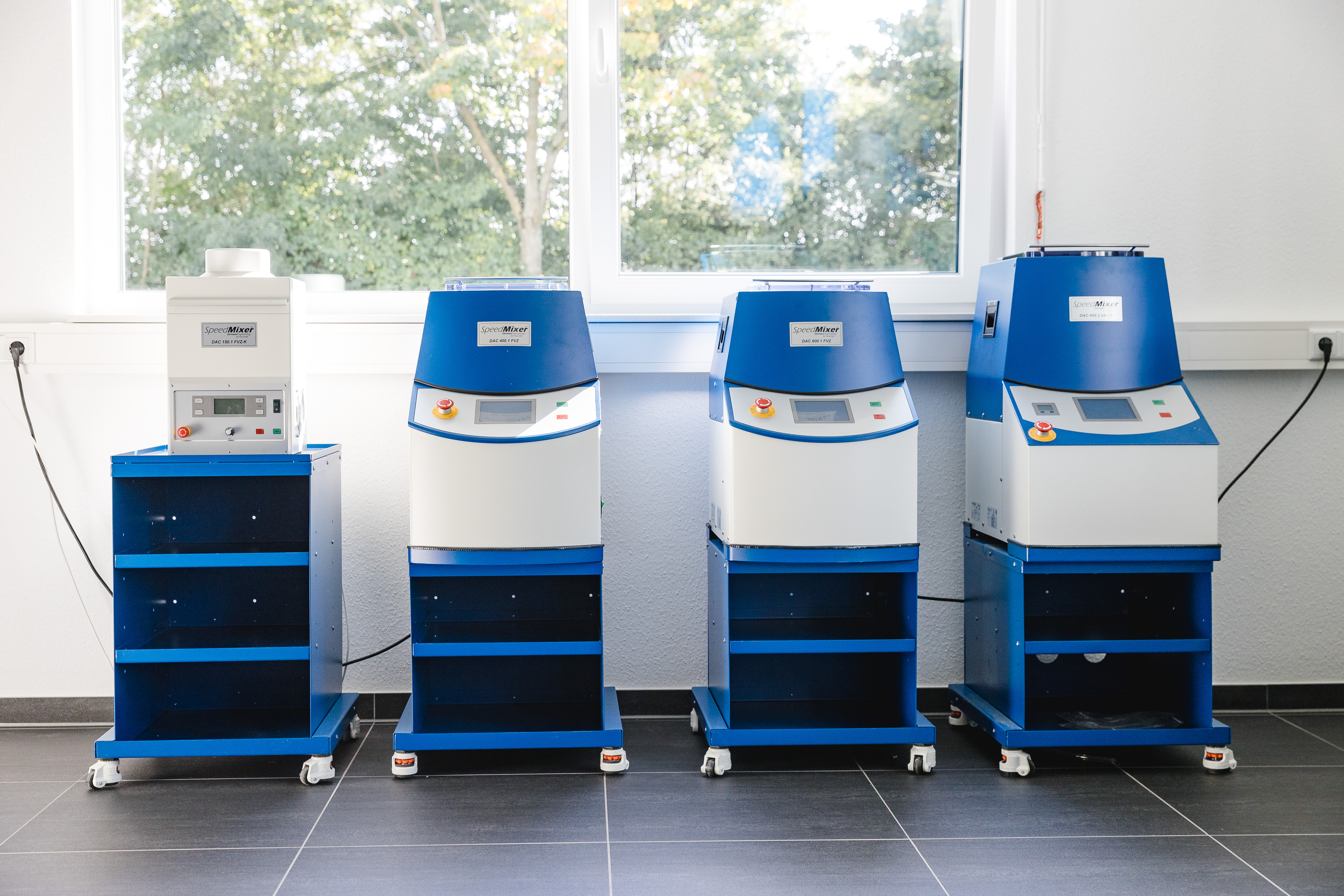 Analytica Virtual 2020:Mixed – not stirred: Hauschild SpeedMixer® mixes substances of any consistency - speedily and bubble-free without blades